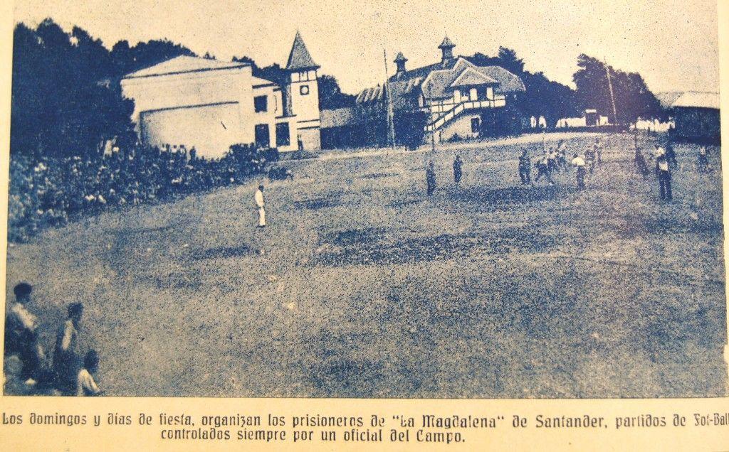 Partido de fútbol en el campo de concentración de la Magdalena