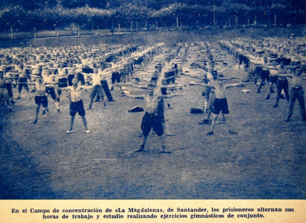 Gimnasia en grupo en el campo de concentración
