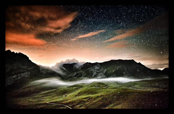 Las nubes, mientras dormimos, bajan a pastar los praos de los Picos de Europa