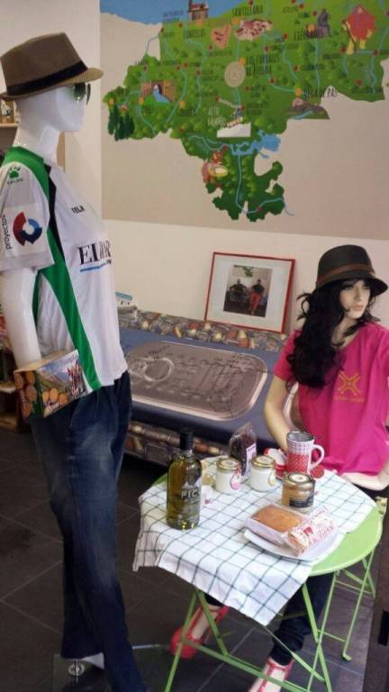 Los amigos de @CAPRICHUCOBCN visten su tienda en Barcelona