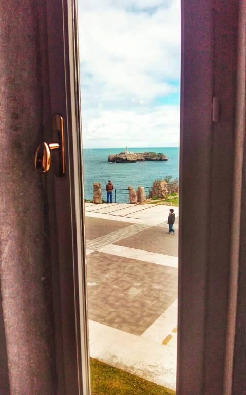 Ventana del Palacio de la Magdalena de Santander - Cosas curiosas sobre Santander