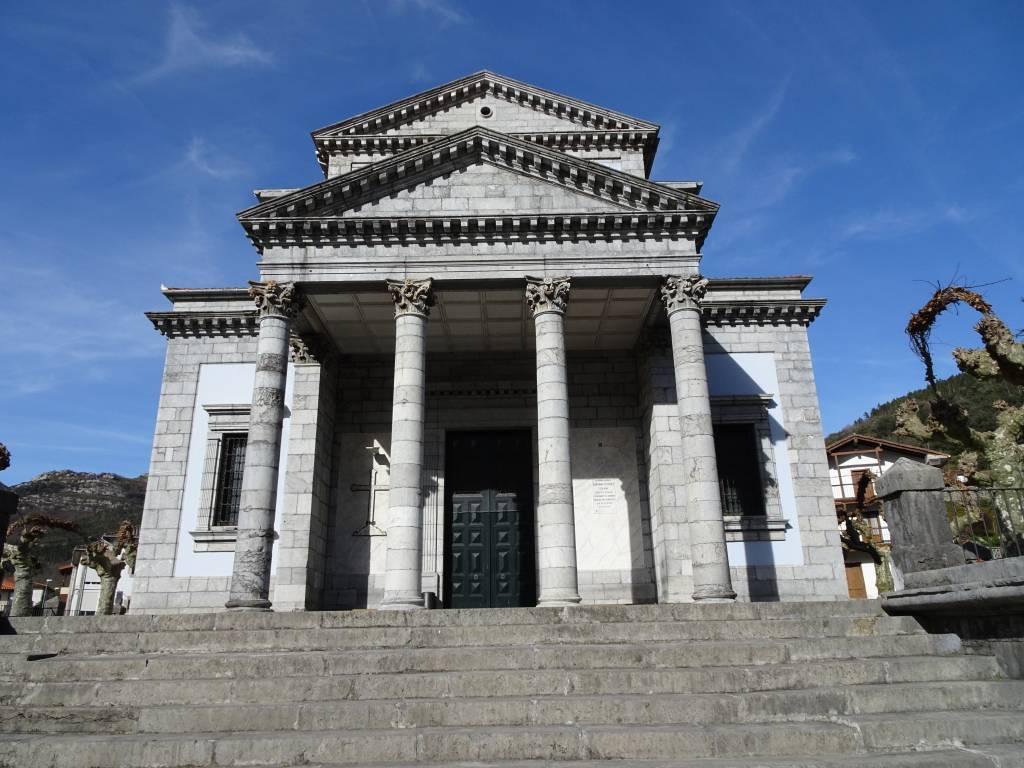 Entrada principal de la Iglesia de San Pelayo