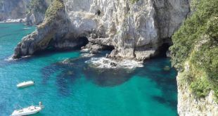Faro del Caballo (Santoña) Vía @aibacrea