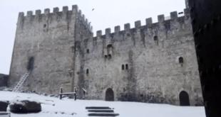No es Invernalia, es el Castillo de Argüeso en Cantabria