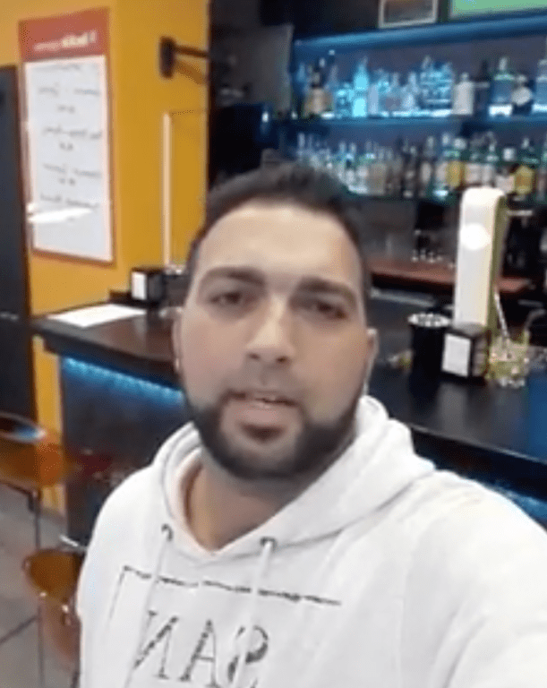 Lo echan del sport café Luckia Apuestas de Torrelavega por ser Gitano