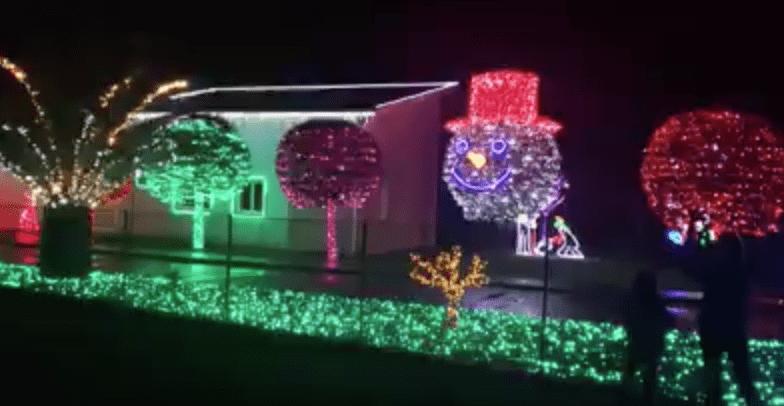 La m tica iluminaci n navide a de la casa de parbay n - Iluminacion para casa ...