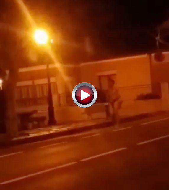 Video Pillado corriendo desnudo en Suances Cantabria