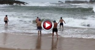 video chicarrones del norte bañandose en el mar cantabrico