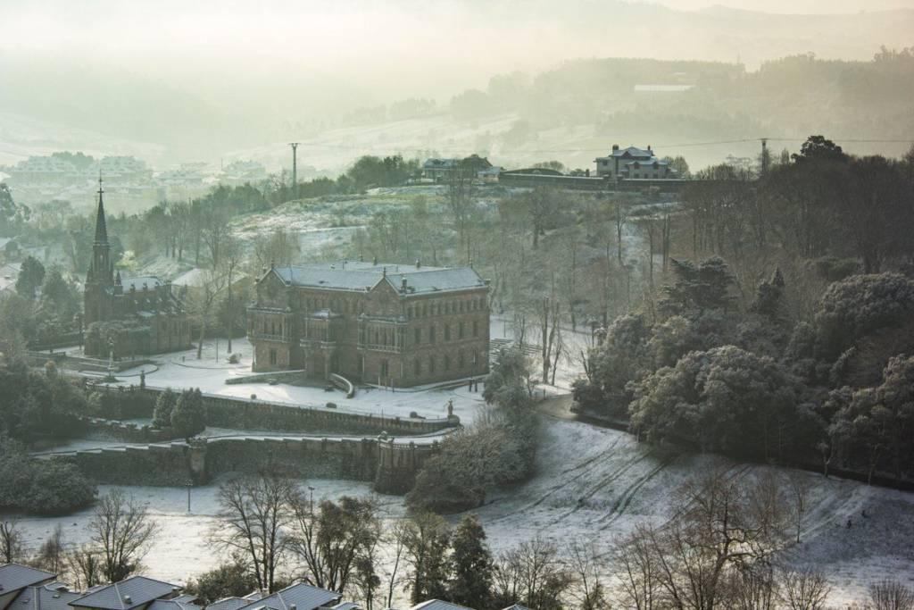 Comillas con nieve - @Jantomn