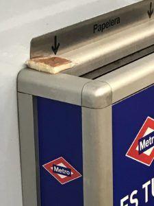 Sobao abandonado en el Metro de Madrid