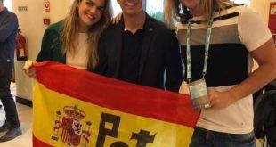 Lucas Cabo y la bandera de Potes en Eurovisión junto a Amaia y Alfred