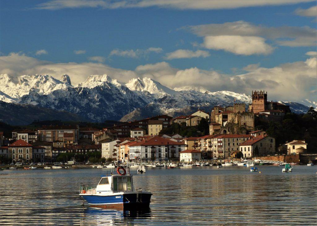 San Vicente de la Barquera y los Picos de Europa nevados - Alfredo Rodriguez