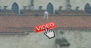 VIDEO JUGANDOSE LA VIDA EN EL TEJADO DE LA CATEDRAL DE SANTANDER
