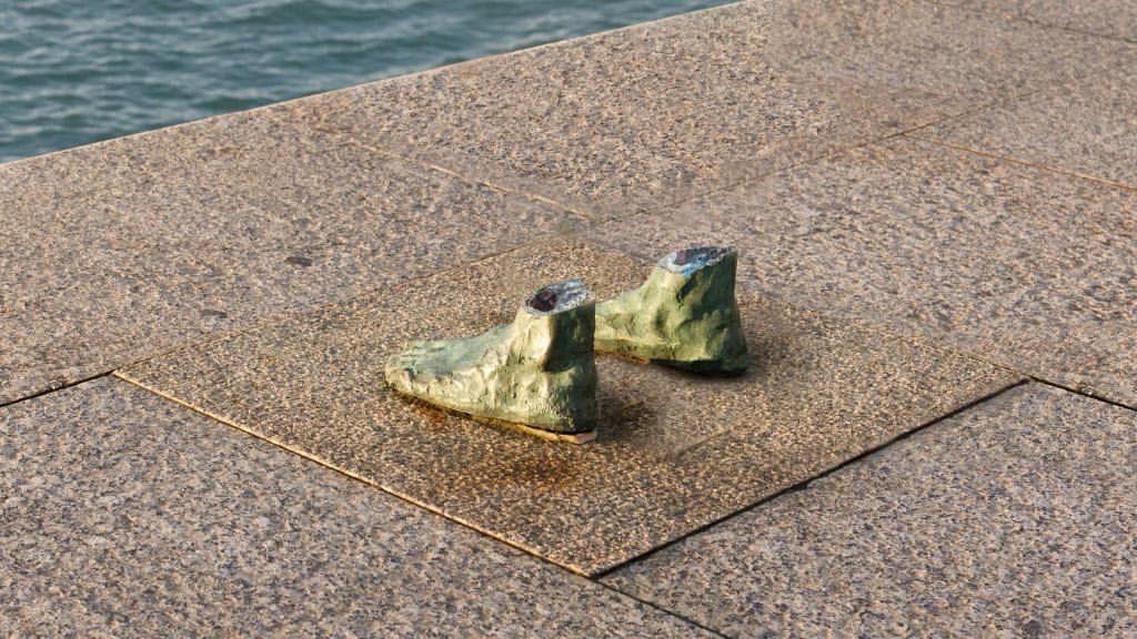 Detalle - Roban una de las estatuas de los Raqueros de Santander - Oscar Boo