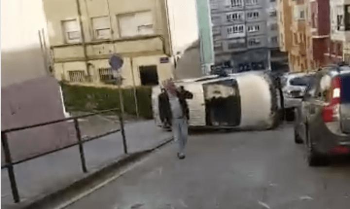 ESPECTACULAR ACCIDENTE EN LA CALLE SIMANCAS DE SANTANDER