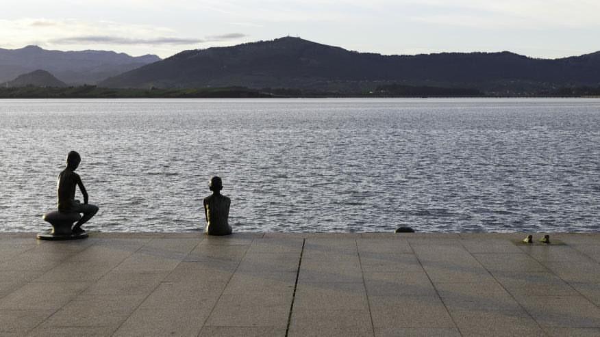 Roban una de las estatuas de los Raqueros de Santander - Oscar Boo