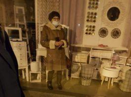 VIRAL: Una señora encerrada en un chino de Torrelavega